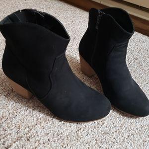 Torrid booties size 9w